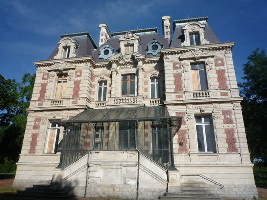 Chateau_Dampierre_Anzin.JPG