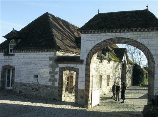 Domaine_du_Tournefou,_porche[1].jpg