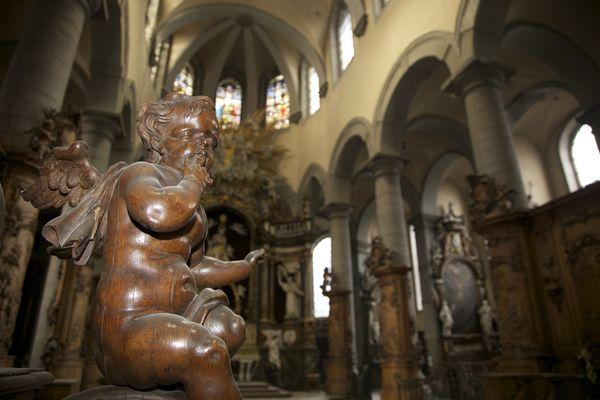 égliseStnicolas-statues.jpg