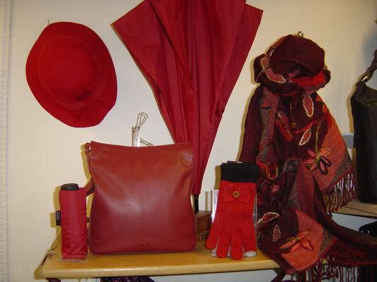 La-Chiffonnerie-accessoires-rouge.JPG