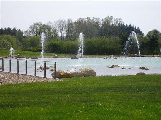 Jets d'eau de La Baignade Naturelle du Pays de Chambord à Mont-près-Chambord