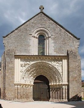 église saint gilles argenton-les-vallées.JPG