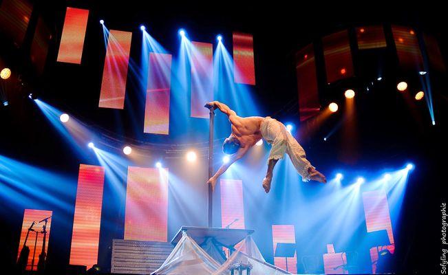 Xavier Bouyer Drapeau contorion.jpg