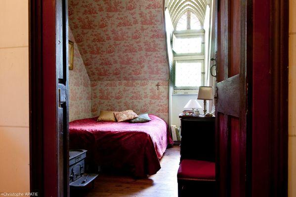 Suite La Saussaye chambre grise.jpeg