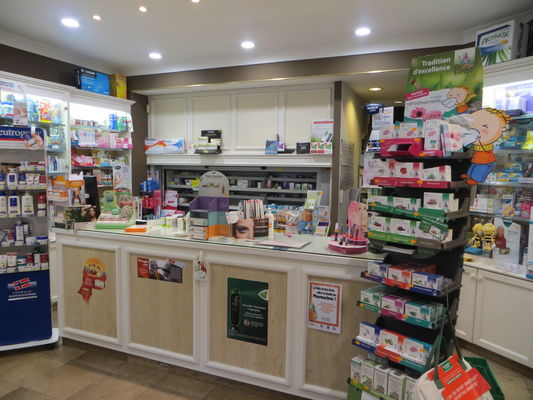 Pharmacie-Mariage-comptoir.JPG