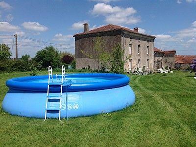 maisondesglycines-piscine.jpg