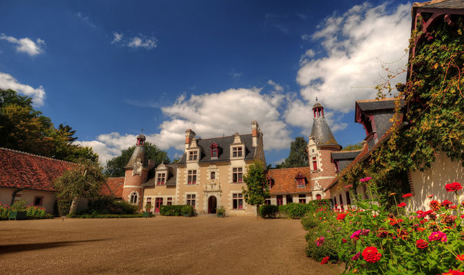 Cour du château de Troussay en Val de Loire