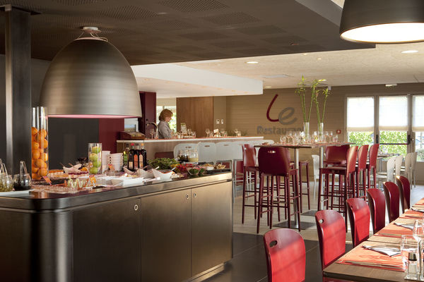 Valenciennes-Petite-Foret-Campanile  restaurant 03 bd.jpg