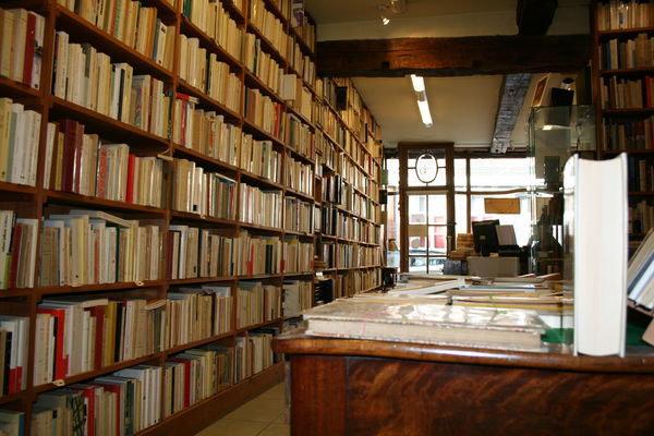 Mur de livres.jpg