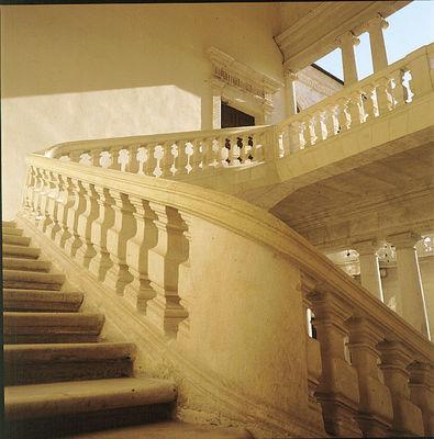 Beaucaire Escalier Mairie .JPG