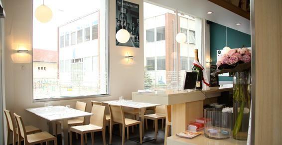 Salle coté bar.jpg