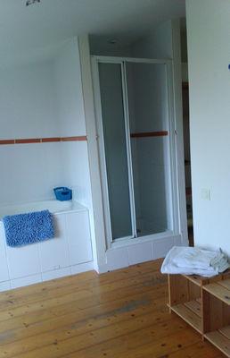 La salle de Bain des Brulonnes côté Douche.jpg