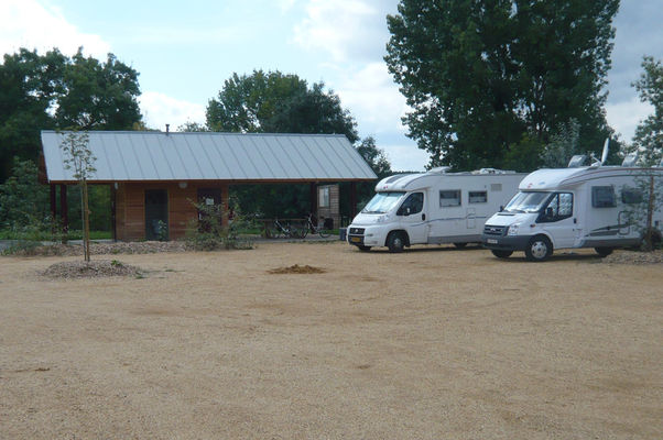 angers-val-de-loire-aire-camping-car-briollay