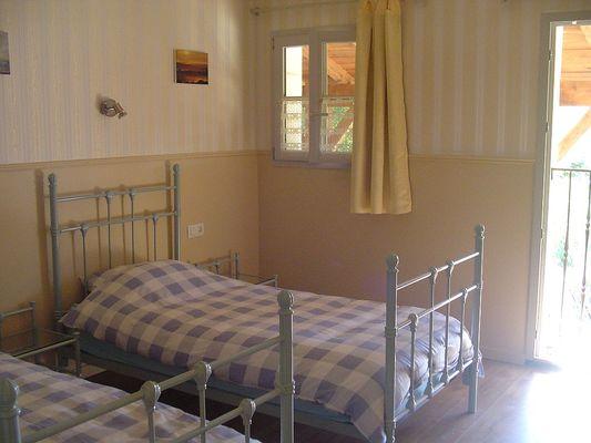 Chambre avec 2 lits individuels