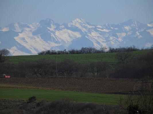 zoom sur les Pyrénées depuis Monblanc