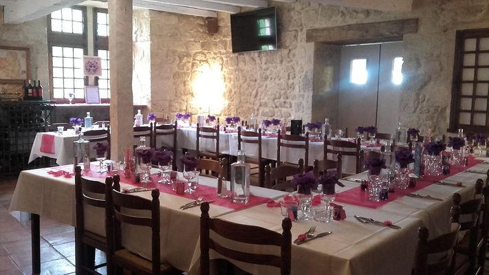 Repas de groupe au Restaurant l'Estanquet de Larressingle