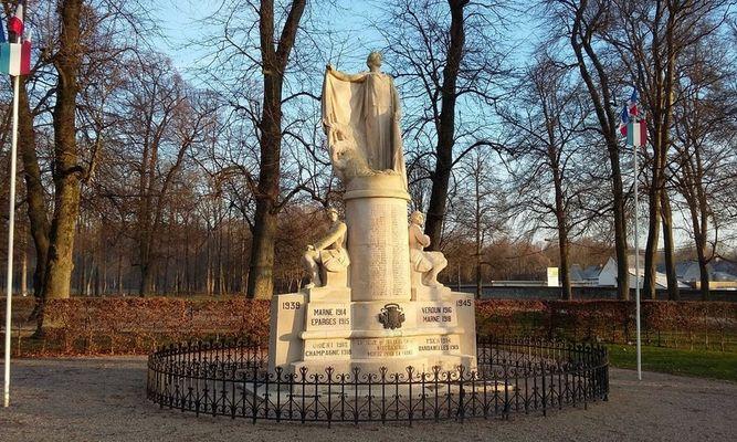 Monument aux morts de Villers-Cotterêts © OT Villers-Cotterêts (1)
