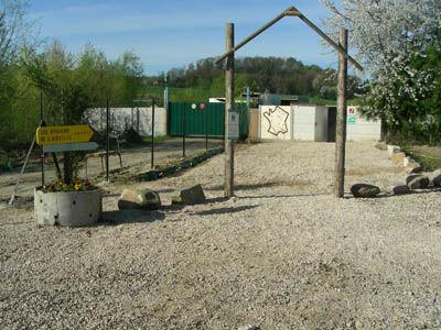 Aire des Ateliers de l'Abeille accès musée < Chavignon < Aisne < Picardie