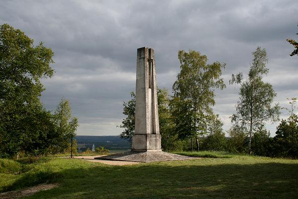 Monument 27e BCA 2015 IV < Braye-en-Laonnois < Aisne < Picardie
