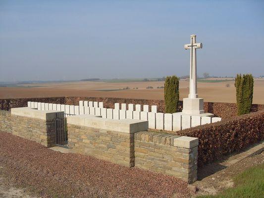 Cimetière des Uplands < Guerre 14-18 < WWI < Magny-La-Fosse < Aisne < Picardie < France