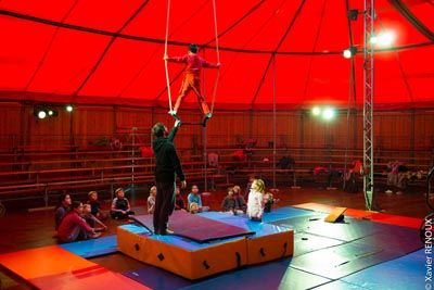 Cabaret Isis stage enfants < Pargny-Filain < Aisne < Picardie