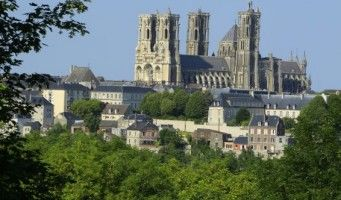 Cathédrale de Laon vue de la ville basse < Laon < Aisne < Picardie
