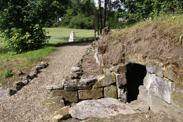 Cave et monument des fusillés de Vingré < Nouvron-Vingré < Guerre 14-18 < WWI < Aisne < Picardie < France