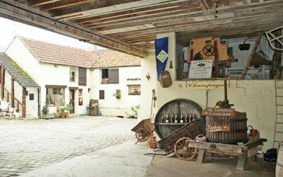 Champagne Léguillette_vue_entrée < Charly-sur-Marne < Aisne < Picardie