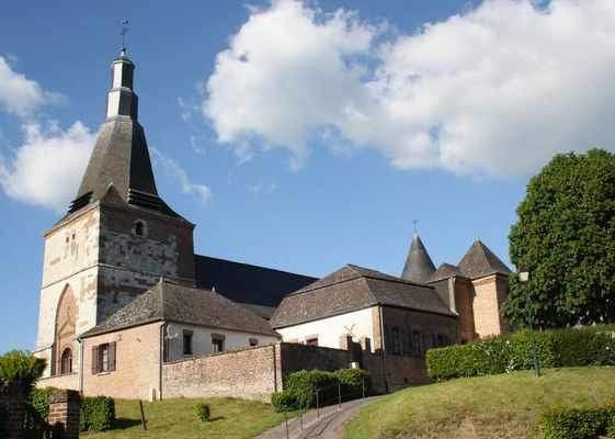 Eglise fortifiée < Dohis < Aisne < Picardie