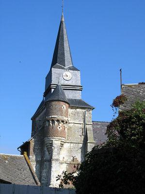 Eglise fortifiée < Macquigny < Aisne < Picardie
