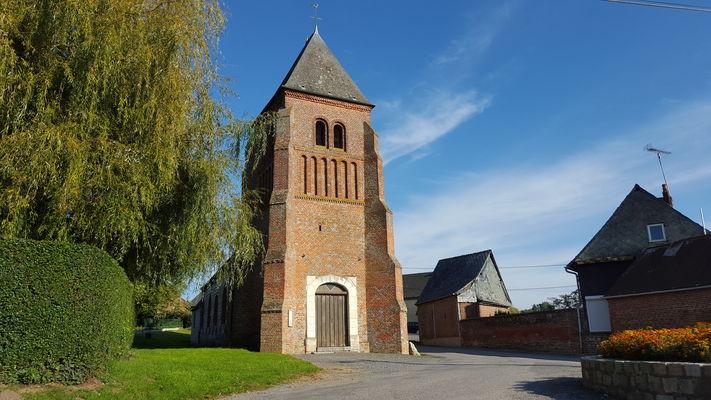 Façade de l'église fortifiée de Lugny < Thiérache < Aisne < Picardie