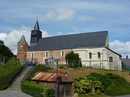 Église fortifiée < Logny les Aubenton < Aisne < Picardie