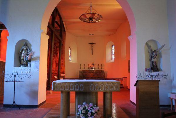 Autel de l'église fortifiée de Jeantes < Thiérache < Aisne < Picardie
