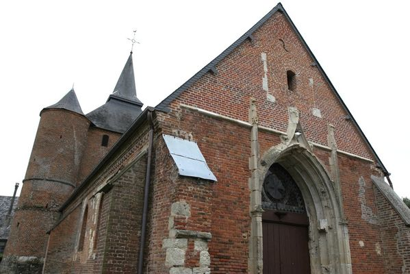 Porche de l'église fortifiée de Rogny < Thiérache < Aisne < Picardie