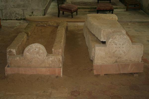 Eglise Saint-Jean-Baptiste sarcophages 2015 < Vorges < Aisne < Picardie