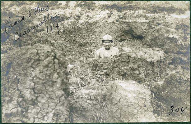 Soldat dans une tranchée 1917 WWI < Craonne < Aisne < Picardie