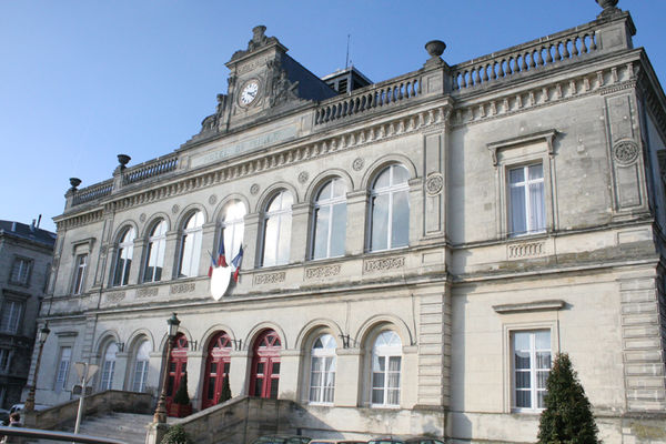 Hôtel de Ville façade < Laon < Aisne < Picardie