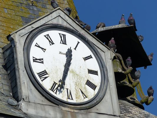 Horloge et cloches de l'église fortifiée de Nampcelles-la-Cour < Thiérache < Aisne < Picardie