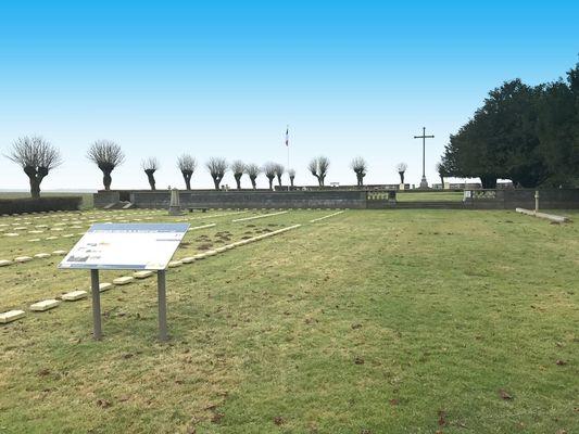 Cimetière Militaire < le Sourd < Thiérache < Aisne < Picardie < Hauts de France