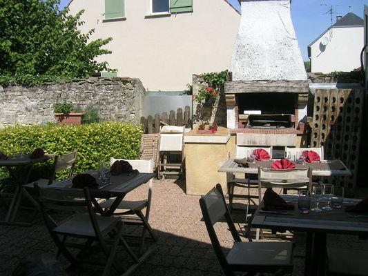 Restaurant Au Plaisir des Mets_terrasse < Bruyères-et-Montbérault < Aisne < Picardie