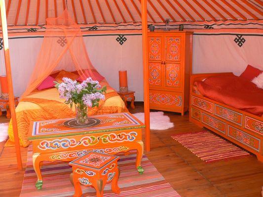 Yourte_interieur_orange < Ambleny < Aisne < Picardie
