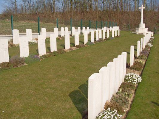 Cimetière de Marteville < Guerre 14-18 < WWI < Atilly < Aisne < Picardie