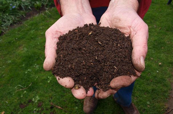 Moment échange compost < Merlieux-et-Fouquerolles < Aisne < Picardie