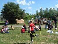 grandlup-et-fay_ferme_du_bois_chantrud_enfants_s-amusant