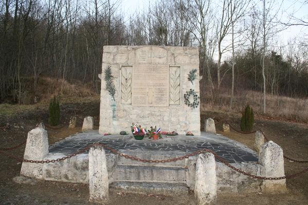 Monument des aviateurs 2015 < Ostel < Aisne < Picardie