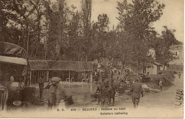 soldats au bain