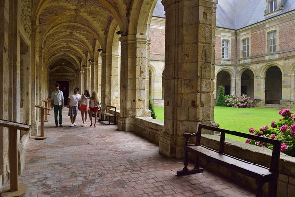 Abbaye < Saint-Michel < Aisne < Picardie