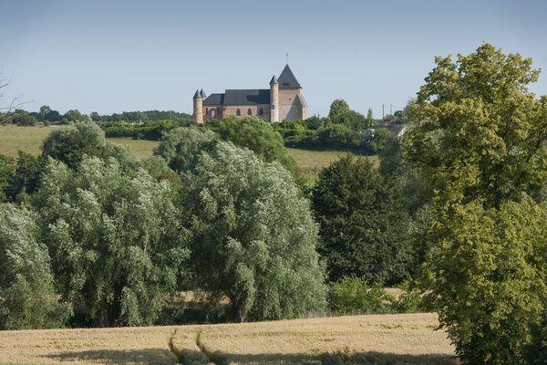 Eglise Fortifiée de Beaurain < Vue champ < Flavigny le Grand et Beaurain <Aisne < Picardie