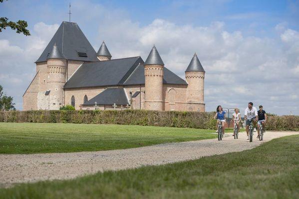 Eglise fortifiée < Flavigny-le-grand-et-Beaurain < Aisne < Picardie