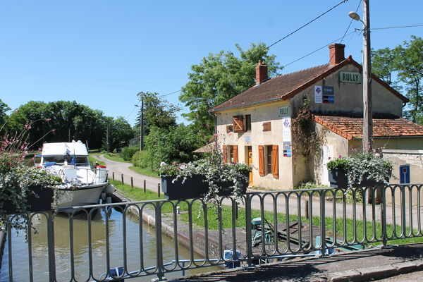 Rully-canal-fluvial-maison-eclusiere-point-info-touristique-OT (1)